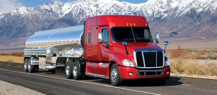 Тягач с цистерной для перевозки наливных грузов
