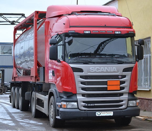 "Автомобиль компании ""ТемпТранс"" для перевозки наливного, опасного груза (Фура и цистерна)"